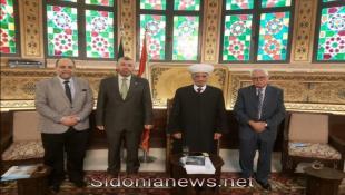وفد من جامعة طرابلس يزور المفتي دريان