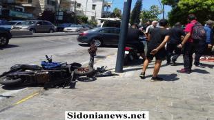 بالصور :  جريح في حادث صدم قرب ساحة الشهداء في صيدا
