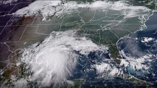 العاصفة نيكولاس تشتدّ إلى إعصار مع اقترابها من هيوستن
