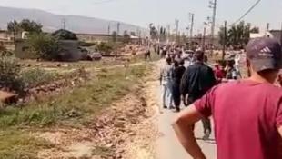 بالصور: في وادي خالد... توتر ومحاولة اقتحام ثكنة للجيش